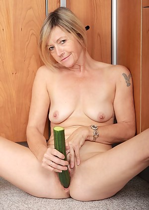 Free MILF Fetish Porn Pictures